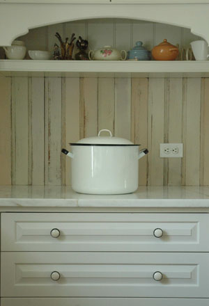 White_enamel_pot