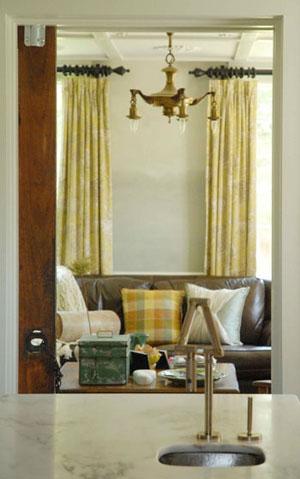 Livingroom_painted_before