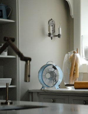 Cool_gray_kitchen
