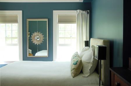 Blue_walls_in_bedroom