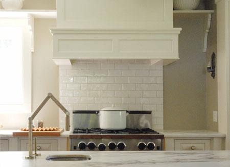 White_kitchen_detail