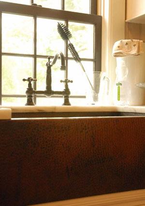 Kitchen_window_and_sink